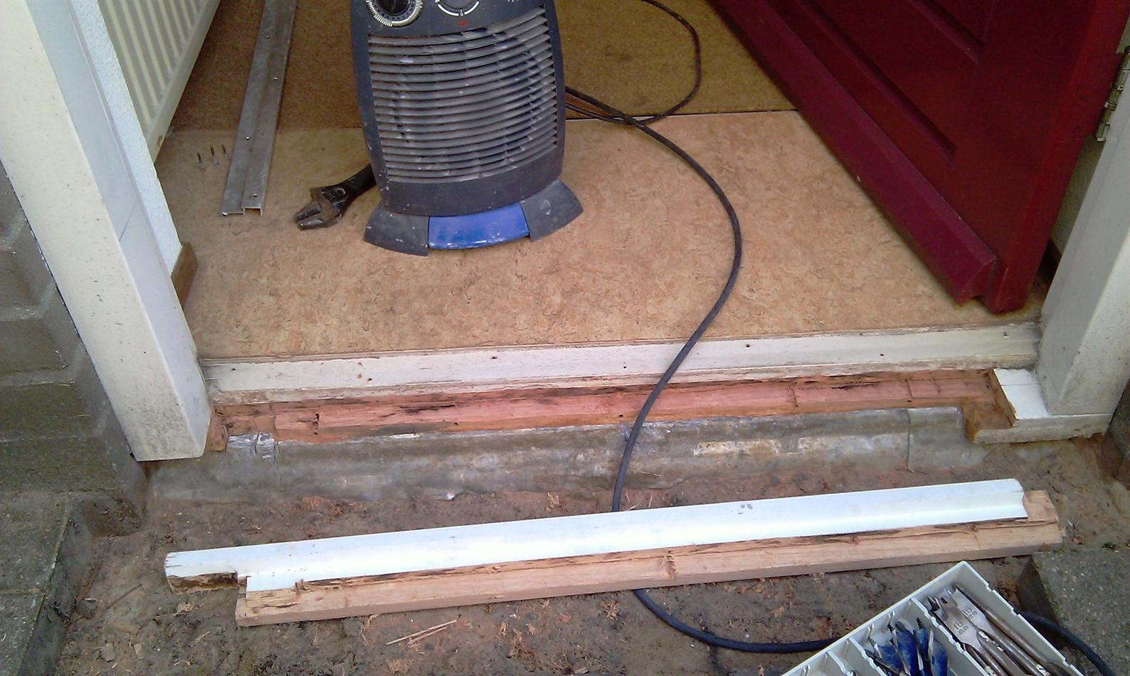 Bekend herstellen houten onderdorpel voordeur - Repair Care NU61
