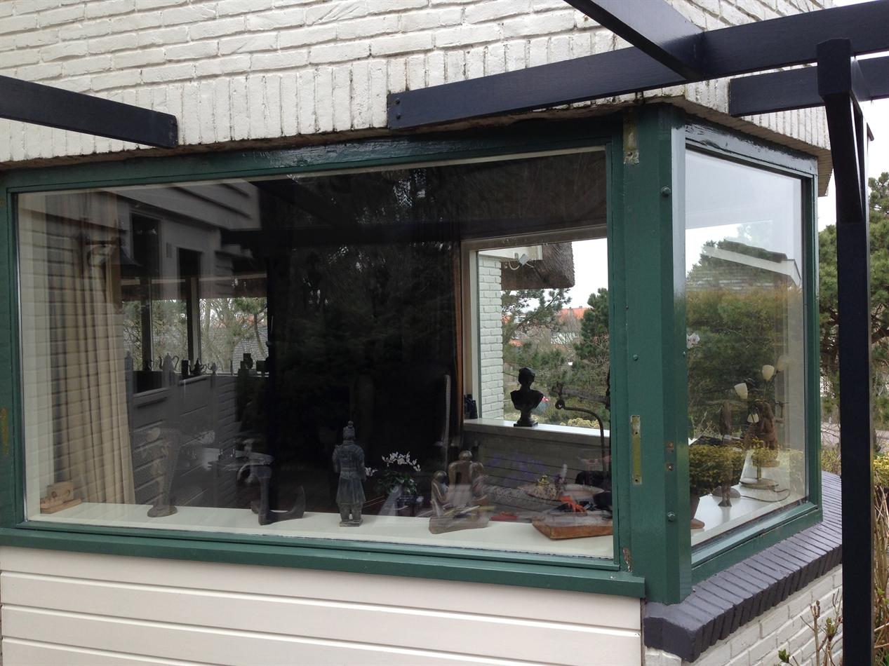 vervanging bovendorpel, deelvervanging vanaf glaslijn onder en boven dorpel en lamineren onderdorpel div. kozijnen woonhuis
