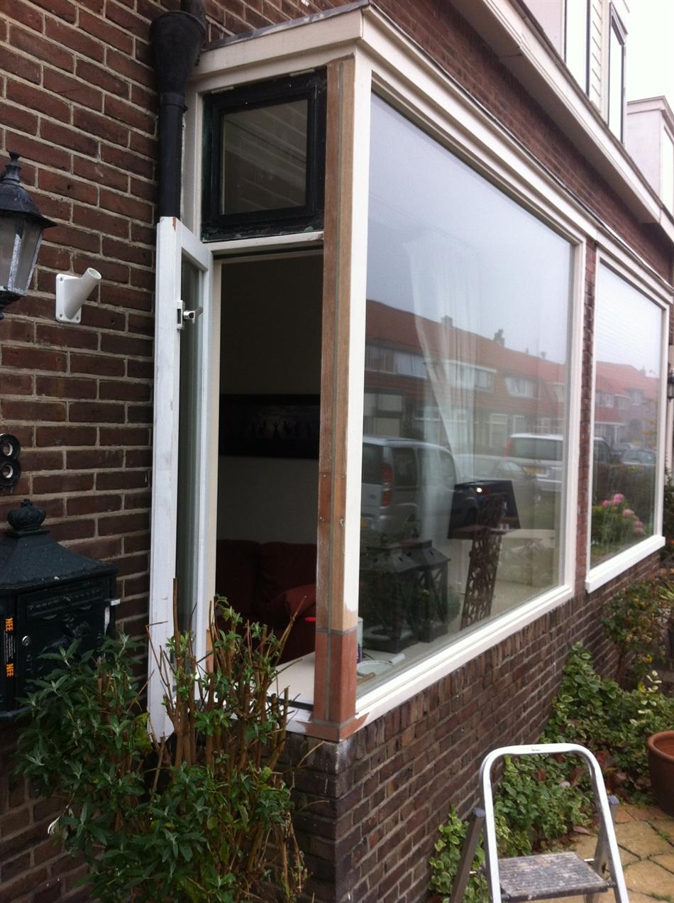 Herstel hoekstijl erker, vervanging dorpel, raam en glas.